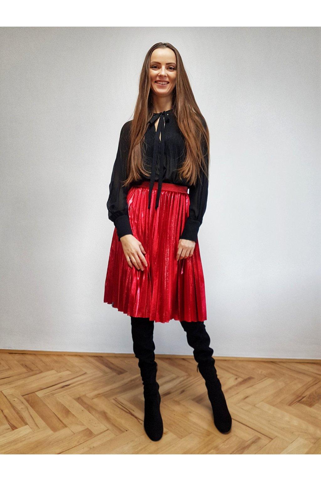 ručne plisovaná sukňa, plisovaná sukňe, skladaná sukně, čierna plisovaná sukňa, čierna sukňa, zamatová sukňa, čierna zamatová sukňa, zvonová sukňa, zvonová plisovaná sukňa, sukňa jankiv siblings, jankiv siblings, midi plisovaná sukňa, midi sukňa, pleated skirt, velvet skirt, velvet pleated skirt, biznis sukňa, biznis plisovaná sukňa, vianočný darček, darček na vianoce, modrá sukňa, modrá plisovaná sukňa, tmavomodrá zamatová sukňa, tmavomodrá sukňa